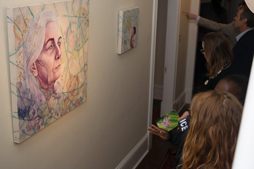 Katherine and Detective Banks discuss her painting.