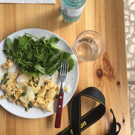 Scrambled eggs with asparagus and a side of arugula.